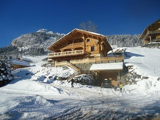 Grand chalet independant, 18 personnes, 7 chambres, wifi, proche commerces!
