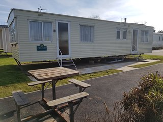 3 Bedroom Spacious Holiday Home, 3 mins from beach