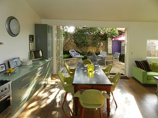 Manly Beach tranquil retreat .Stunning historical home 2 minutes walk to beach