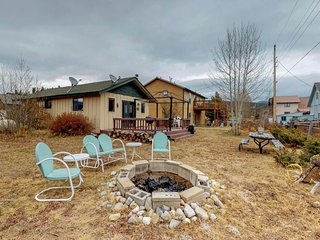 Cozy, modest cabin walking distance to Shadow Mountain Lake & hiking