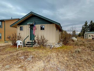 Cozy, modest cabin walking distance to Shadow Mountain Lake & hiking