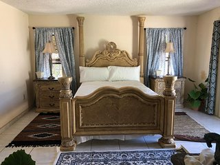 Large Luxury Antique Private Bedroom with Pool