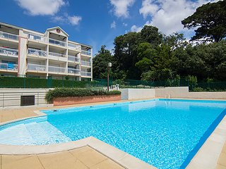 1 bedroom Apartment with Pool and Walk to Beach & Shops - 5046675