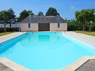 1 bedroom Apartment with Pool and Walk to Beach & Shops - 5036429