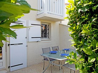 2 bedroom Villa in Vaux-sur-Mer, Nouvelle-Aquitaine, France : ref 5027550