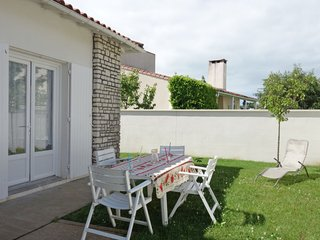 3 bedroom Villa with WiFi and Walk to Beach & Shops - 5802132