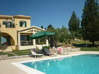 Villa Mayroula - a retreat to enjoy privacy - Pool & Paddling Pool