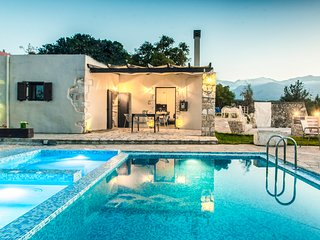 Traditional 3 bedroom villa, with private pool