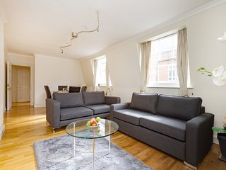 2133. ST PAUL'S - BARBICAN AREA- LOVELY 2BR WITH BALCONY IN THE CENTRE OF LONDON