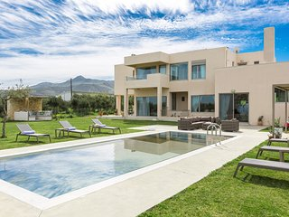 Luxury villa Mia, only 2 km from the Beach and the City of Rethymno