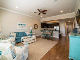 Gorgeous Luxury Condo Steps From The Beach. Free Wifi And Free Fun Pass!! No Hur