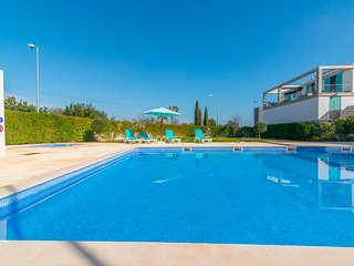 Apartamento T2 com piscina e ar condicionado perto da praia