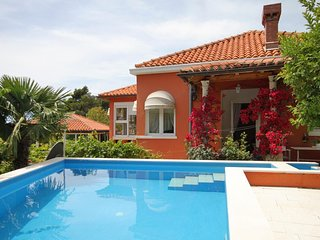 Brasina Holiday Home Sleeps 6 with Pool and Air Con - 5577462