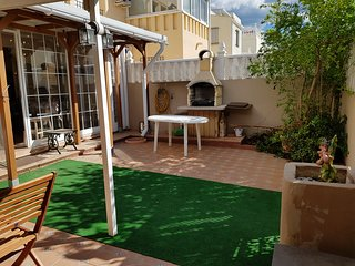 Spacious 2 Bed 2 Bath Townhouse Large private garden and Roof Terrace sea views