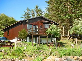 SU306 Log Cabin situated in Lochinver (1.5mls SW)