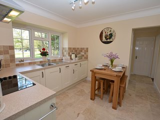 43916 Bungalow situated in Llangollen (9mls E)