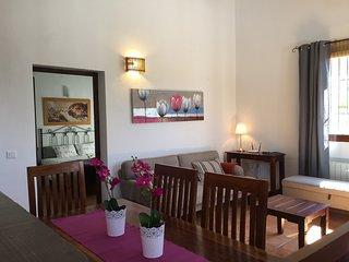 Ruime bungalow (6p.) aan rand van natuurpark en dichtbij Canillas de Aceituno