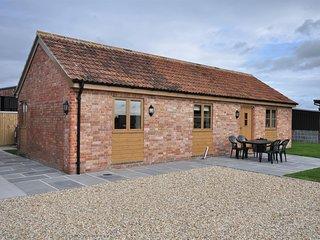 ELDER Barn situated in Burnham-on-Sea (4mls E)