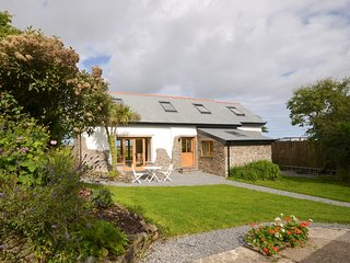 HIFOB Barn situated in Clovelly (2mls SW)