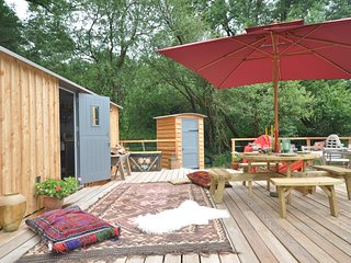 52676 Log Cabin situated in Hay-on-Wye (12.5mls NE)
