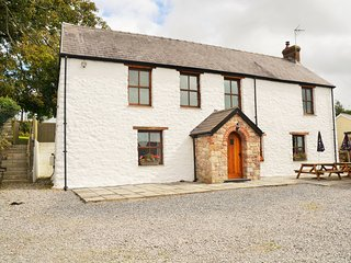 42061 House situated in Gower