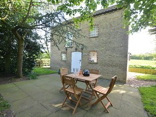 51276 Cottage situated in Lincoln (7mls NE)