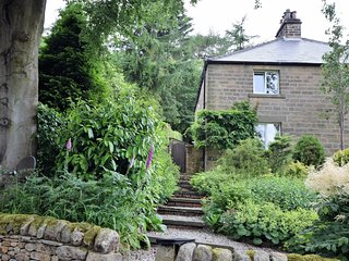 PK608 Cottage situated in Baslow (3.2 mls N)