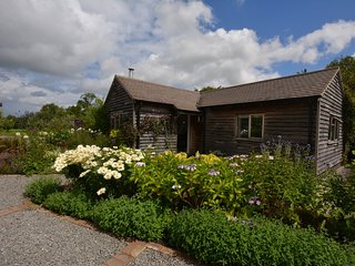 53357 Cottage situated in Henley-in-Arden (3.5mls W)
