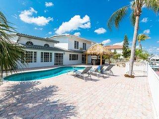 Seaside Tiki Villa! Lovely 4BR Waterfront Home! Pool, Tiki & Waterview!