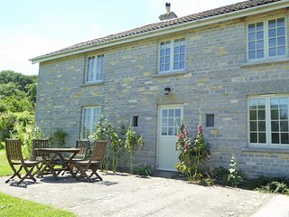 CROAD Cottage situated in Glastonbury (10mls S)