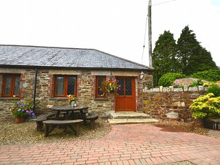 37039 Cottage situated in Looe (1.5mls NE)