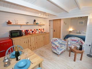 41273 Log Cabin situated in Penzance (1.5mls N)