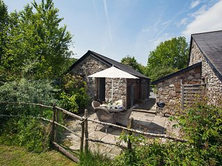 42953 Cottage situated in Crickhowell (1.5mls S)
