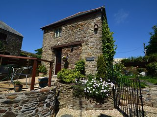 ROWRE Cottage situated in Looe (6mls E)