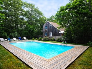 Beautiful Home w/Modern Kitchen, Heated Pool. 5 Minutes to East Hampton Village!
