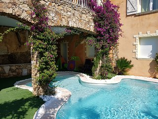 Maison MANON 900 metres de la plage avec piscine contemporaine privee