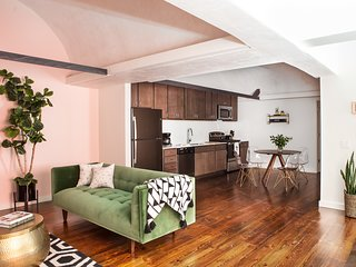 Vibrant 1BR Luxury Penthouse in C.B.D. by Sonder