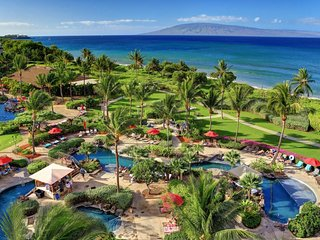 Luxurious, waterfront family friendly getaway w/lanai, kitchen, pools & hot tubs