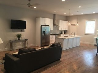 14 Upscale Home Near Downtown