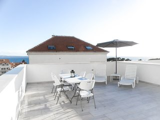 Apartment Marijan with a roof terrace near the Sea