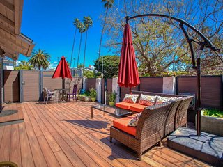 The Venice Beach Compound - Walk Everywhere, the Best Location!