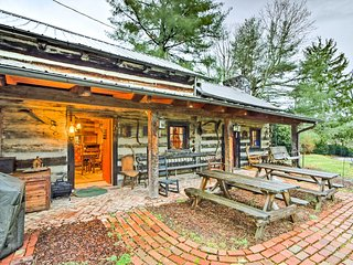 NEW! Rustic 3BR Cabin - Steps From E&H College!