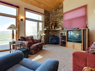 Secluded mountain getaway w/ sweeping views - outdoor adventures await close by!