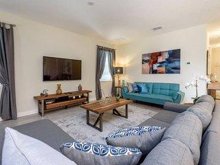 8908SID. Amazing ChampionsGate Resort 6 Bed 6 Bath Pool Home