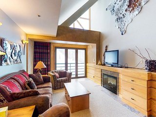 Mountainview condo w/ ski-in/ski-out access, shared pool & hot tub, and more