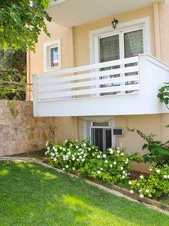 HomeSeeker Collection | Luxury Villa Afroditi