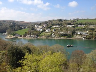 51999 House situated in Helford