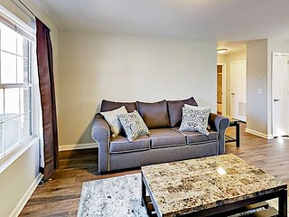 Remodeled 1BR WEHO Artist Haven - Close to Art Galleries & Live Music Venues