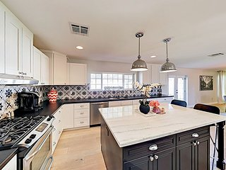 Chic Remodeled 3BR w/ Gourmet Kitchen & Yard Featuring BBQ, Fire Pit, Games