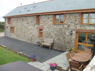 TREET Cottage situated in Clovelly (3.5mls S)